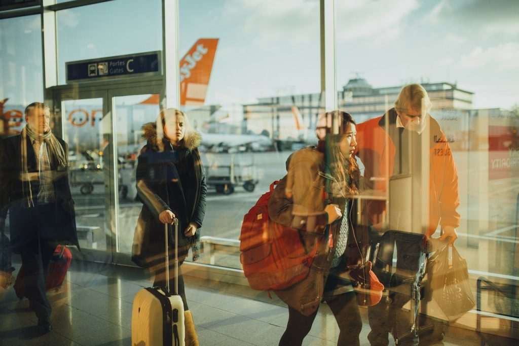 airport, travelers - save extra baggage fees